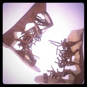 Brown casual sandals.